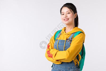 背着书包的学生形象图片