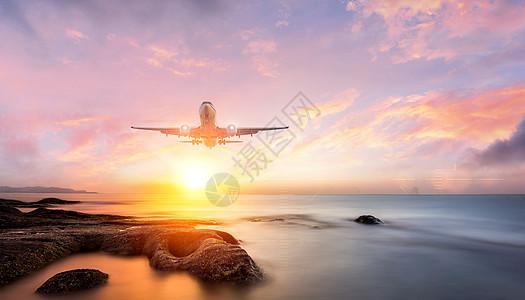 迎面而来的飞机图片