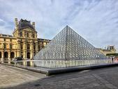 法国巴黎著名旅游景点卢浮宫图片
