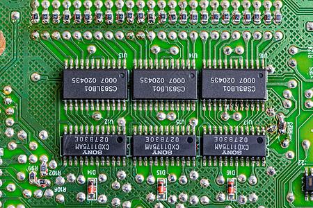 电路板上的集成电路块图片