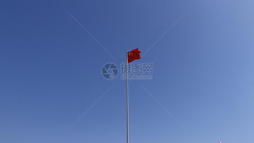 蓝天与国旗图片