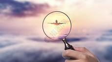 放大镜下的航天飞机图片