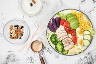 减脂餐蔬菜牛油果沙拉图片
