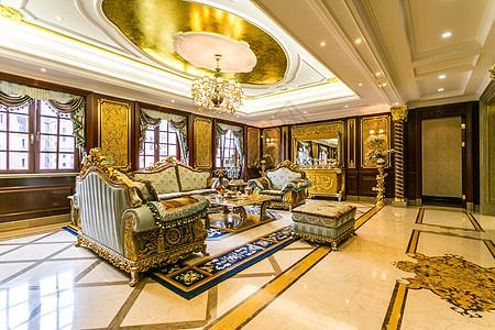 金碧辉煌的欧式宫廷风客厅高清图片