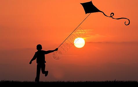 夕阳下放风筝剪影图片