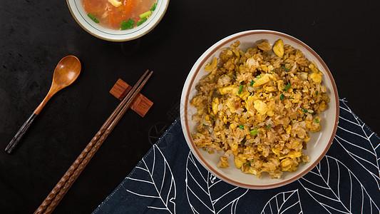 梅子炒饭图片