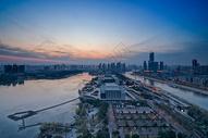 俯瞰武汉琴台大剧院夕阳图片