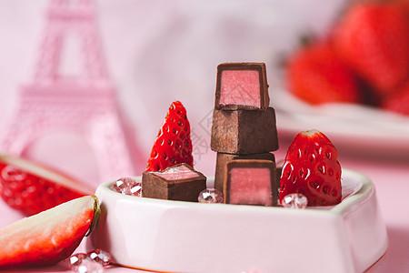 粉红色系草莓巧克力图片