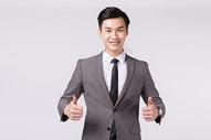 双手点赞竖大拇指的商务男性形象图片
