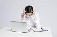 为工作烦恼的职业女性图片