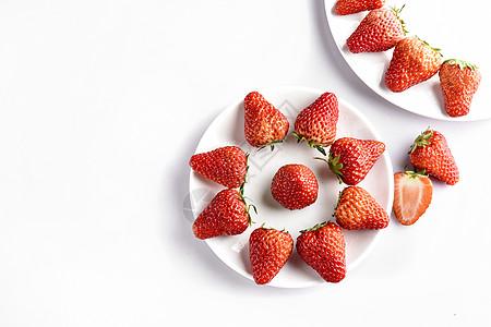 摆盘的新鲜草莓图片
