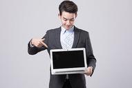 青年商务男性展示电脑图片
