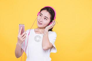 青春学生听音乐图片