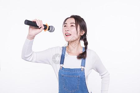 青春大学生唱歌高清图片