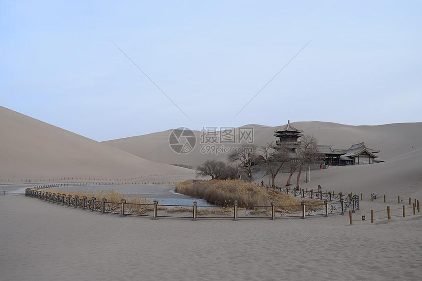 西北敦煌戈壁滩上的壮丽风光图片