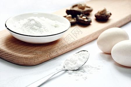 鸡蛋面粉香菇食材图片