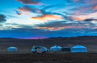 内蒙古草原蒙古包与日出图片