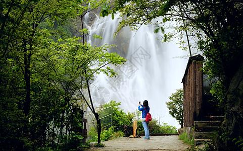 春水瀑布图片