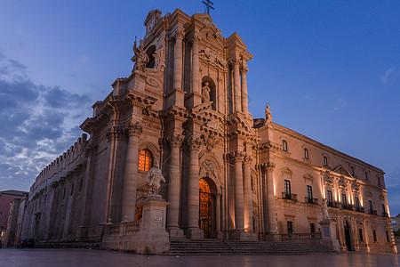 意大利宏伟壮观的大教堂图片