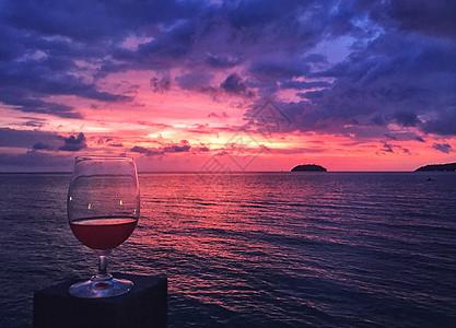 巴厘岛海边绚烂的火烧云日落美景图片