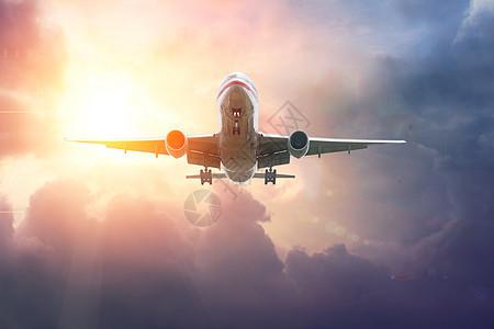 霞光中的飞机图片