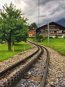 瑞士阿尔卑斯山观光火车车轨图片