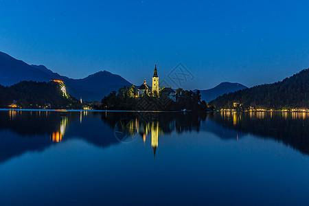 欧洲斯洛文尼亚布莱德湖夜景图片