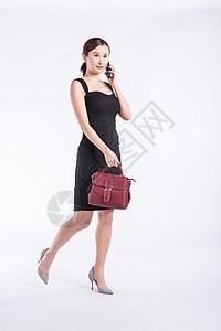 青年职业女性提包上班图片