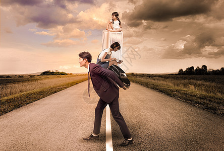 职场人士的家庭压力图片