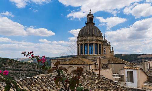 蓝天白云下的大教堂图片