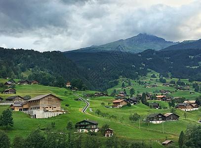 云雾缭绕的瑞士阿尔卑斯风光图片