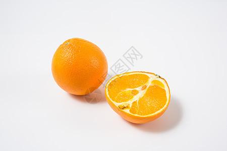 白色背景里的橙子图片