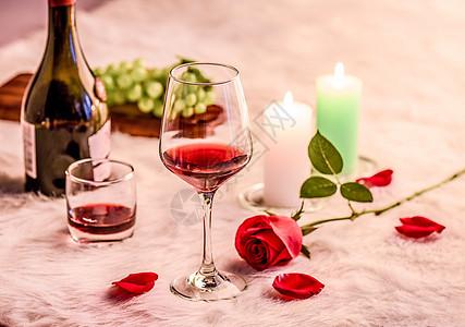 玫瑰红酒高脚杯图片