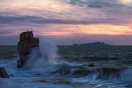海面上的狂风巨浪图片