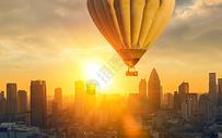 城市上空的热气球图片