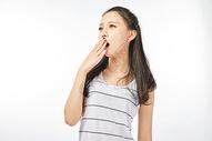 青年女性打哈欠图片