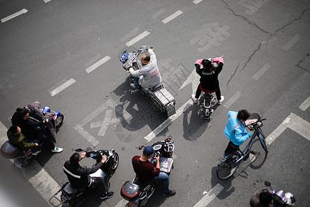 遵守交通法规非机动车随意变道逆行图片