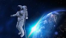 维修宇航员图片