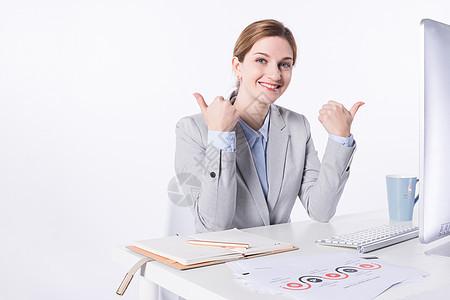 外国商务女性办公开心图片