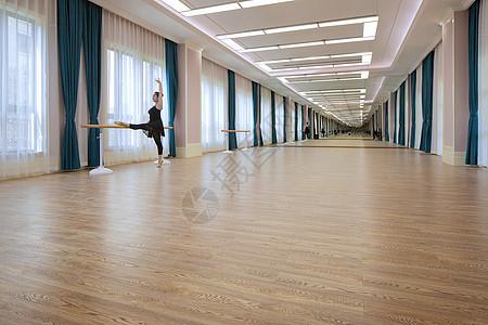 舞蹈教室练功房图片