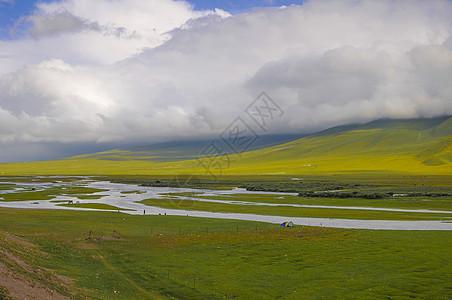 新疆巴音布鲁克湿地河流草原图片