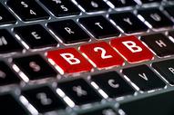 电脑键盘上特写的B2B图片