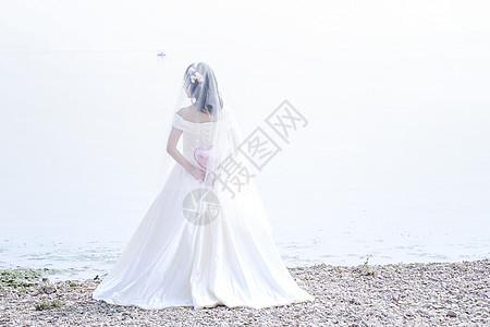 新娘简约白色背影图片