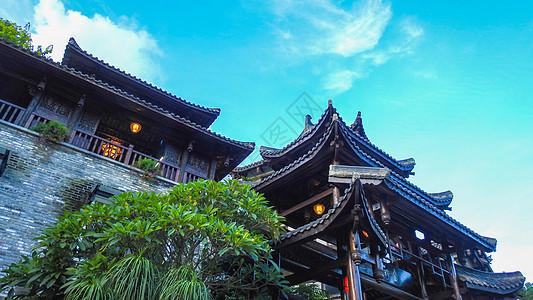 蓝天白云下的中国传统建筑图片