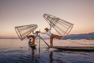 茵莱湖上的捕鱼人图片