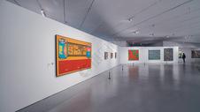 室内现代艺术展览图片