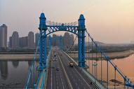 俯瞰武汉古田桥上的车流图片