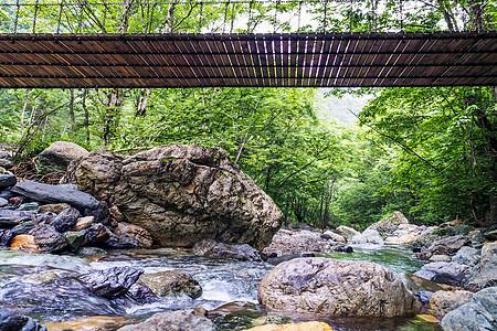 神农架山谷中的吊桥图片