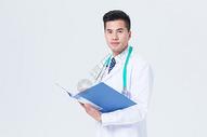 医生手拿文件夹形象展示图片