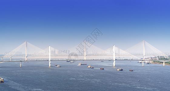 蓝天下武汉长江上的桥梁图片